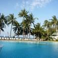 13 Phuket プールと海