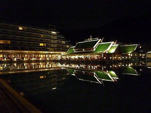 04 Phuket ホテルダイニング